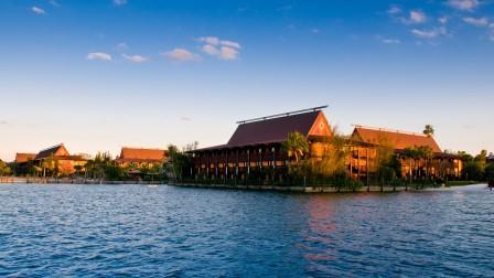 Disney's Polynesian Lake